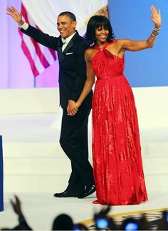Michelle Obama's First Lady Style: Michelle Obama stunned in a custom ruby chiffon and velvet gown by Jason Wu that reportedly features a custom diamond halter ring by Kimberly McDonald. The FLOTUS finished off her look with Jimmy Choo shoes. Jason Wu, Michelle Obama Fashion, Barack And Michelle, Ball Dresses, Ball Gowns, Jimmy Choo, Red Gowns, First Ladies, Look Fashion