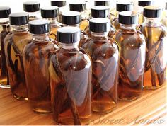 homemade pure vanilla extract You put a few vanilla beans in a bottle and cover them with vodka. Let it sit for months or more and you've got amazing homemade vanilla extract! Vodka, Do It Yourself Food, Homemade Vanilla Extract, Vanilla Flavoring, Liqueur, Preserving Food, Canning Recipes, Canning 101, Canning Jars