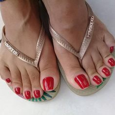 Image may contain: one or more people, shoes and closeup Pretty Toe Nails, Pretty Toes, Sexy Zehen, Ankle Bracelets Gold, Vintage Photography Women, Nice Toes, Barefoot Girls, Beautiful Toes, Feet Nails