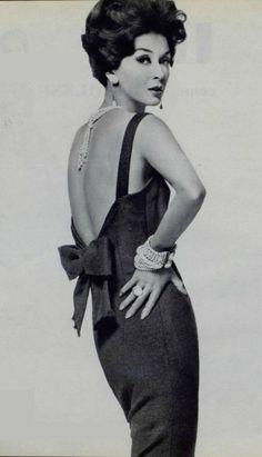 the pearls Pierre Balmain, Brigitte Bardot, Vintage Glamour, Vintage Beauty, Vintage Style Dresses, Vintage Outfits, Glam Dresses, 1960s Fashion, Vintage Fashion