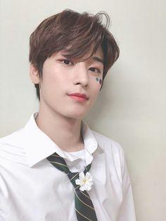 Juyeon, THE BOYZ Mma 2019, Chang Min, Z New, Having A Crush, Youngjae, Kpop Boy, Kpop Groups, Handsome Boys, Jaehyun