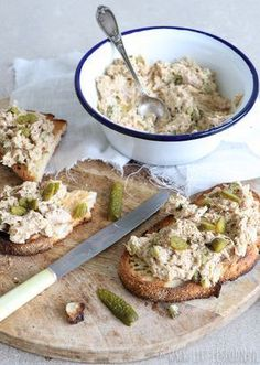 Make your own tuna salad - Little Spoon - Making tuna salad yourself is super easy with this delicious recipe. Healthy Party Snacks, Easy Snacks, Healthy Drinks, Easy Meals, Healthy Recipes, Low Carb Brasil, Good Food, Yummy Food, Fabulous Foods