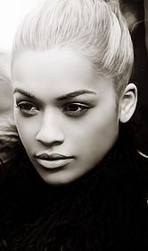 Rita ora with neutral makeup. Going to try this one day