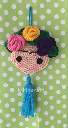 Frida no pattern Crochet Doily Rug, Crochet Potholders, Crochet Cross, Crochet Doll Pattern, Crochet Home, Love Crochet, Crochet Dolls, Crochet Baby, Knit Crochet