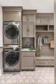 Laundry room layouts - Awesome grey laundry room design for small spaces ideas – Laundry room layouts Grey Laundry Rooms, Mudroom Laundry Room, Laundry Room Layouts, Laundry Room Remodel, Laundry Room Cabinets, Farmhouse Laundry Room, Laundry Room Organization, Laundry Room Design, Diy Cabinets