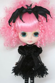 I want to try to make a bigger, life size bat hair bow.