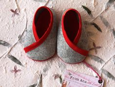 FELT SHOES BABY Boy and Girl  Newborn - red  & grey