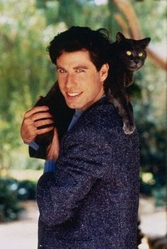 """john travolta hoists this panther-like-cat over his shoulder. attractiveguyswithcats: """" young John Travolta with his cat. oh the beauty. John Travolta, Cute Cats, Funny Cats, Adorable Kittens, Celebrities With Cats, Men With Cats, Michelle Phillips, What Cat, Photo Chat"""