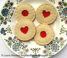 Aren't these adorable?  Bugs and Fishes by Lupin: How To: Felt Jammy Biscuit Brooches.   #craft #felt