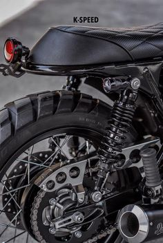 I absolutely love just what these people did to this tailor-made Custom Cafe Racer, Bmw Cafe Racer, Cafe Racers, Triumph Scrambler, Triumph Bonneville, Biker Wear, Classic Car Insurance, Motorbikes, Pipes