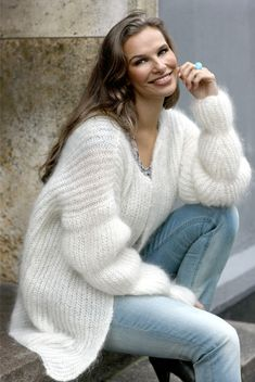 I really like little gay guys like you! My girlfriends like including gay guys in our girls nights out too, so they'll be happy to meet you! Knitwear Fashion, Knit Fashion, Sweater Fashion, Angora, Thick Sweaters, Wool Sweaters, Mohair Sweater, Sweater Coats, Gros Pull Mohair