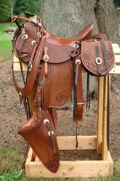 This is a cool rig, it's got all the bells & whistles! Wade Saddles, Roping Saddles, Western Horse Saddles, Barrel Racing Saddles, Barrel Racing Horses, Horse Gear, Horse Tack, Breyer Horses, Clydesdale Horses