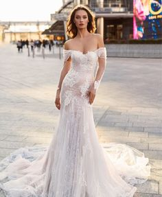 Luxury Wedding Dress, Lace Mermaid Wedding Dress, Wedding Dress Shopping, Lace Wedding, Lesage, The Dress, Bridal Dresses, Milan, Victoria