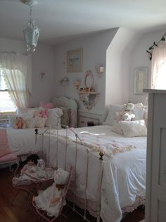 Pink and white bedroom, perfect for two little girls. Love the chenille spread and antiques dolls! #ShabbyChic