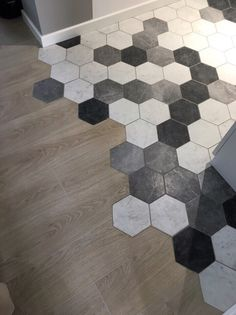 Hexagon tiles hexagonal black white gray mix Hexagon tegels zeshoek zwart wit grijs mix p Hexagon tiles hexagon black white gray mix Hexagon tiles hexagonal black white gray mix Hexagon tiles hexagon black white gray mix p Tile To Wood Transition, Transition Flooring, Geometric Tiles, Hexagon Tiles, Floor Design, Tile Design, Living Room Kitchen, Kitchen Flooring, Home Deco