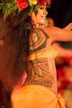 tatau tahiti - Recherche Google Polynesian Dance, Polynesian Islands, Polynesian Tribal, Polynesian Culture, Polynesian Tattoos, Polynesian People, Tahitian Tattoo, Tahitian Dance, Air France