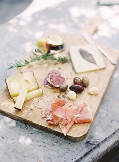 Roost - Roost: A Simple Life Antipasto Board Think Food, Food For Thought, Antipasto, Bratwurst, Good Food, Yummy Food, Gula, Meat And Cheese, Cheese Spread
