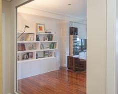 Salón con iluminación a pasillo Bookcase, Corner, Shelves, Home Decor, Professional Photography, Fotografia, Shelving, Decoration Home, Room Decor