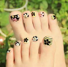 Take care of the feet Pretty Toe Nails, Cute Toe Nails, Gorgeous Nails, Pretty Toes, Feet Nail Design, Toe Nail Designs, Pedicure Nail Art, Toe Nail Art, Feet Nails