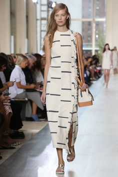 Love all things Tory Burch! New York Fashion Week Spring 2015 - Tory Burch Spring 2015 New York Fashion, Runway Fashion, Spring Fashion, Fashion Show, Love Fashion, Fashion Design, Fashion Trends, London Fashion, 80s Fashion