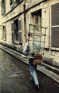 """Années 50. """"Viiitrier"""", criait-il en sillonnant les rues et vous remplaçait le carreau cassé sur le champ."""