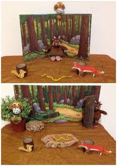 Verteltafel. De Gruffalo.  Kinderboekenweek 2017. Spannend hè?!  Knuffels om mee te vertellen. Kopieën maken van de figuren kan ook. Met een A3 kopie van de bomen uit het boek als achtergrond, wat echt hout en een nepboom erbij, krijgt het nog meer vorm.