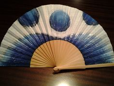 Lourdes marco , els colors del mar Hand Held Fan, Hand Fans, Fan Decoration, Pretty Hands, Hot Flashes, Japan Fashion, Old And New, Art Pieces, Delicate