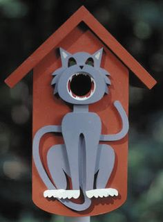 Birdhouse decorated with gray cat.