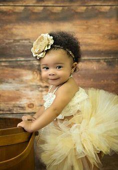 Such an adorable little girl wearing yellow tutu with flower headband. (Flower Girls And Ring Bearers) Precious Children, Beautiful Children, Beautiful Babies, Stylish Children, Flower Girls, Flower Girl Dresses, Dress Girl, Dress Set, Baby Kind