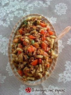 Tuna salad with tomato and pasta Food Network Recipes, Food Processor Recipes, Cooking Recipes, Healthy Recipes, Healthy Food, The Kitchen Food Network, Greek Cooking, Salad Bar, Fermented Foods