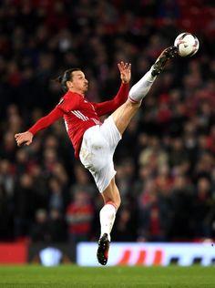 Nichts ist für Ibrahimovic unmöglich. Akrobatisch ging der Stürmerstar in...
