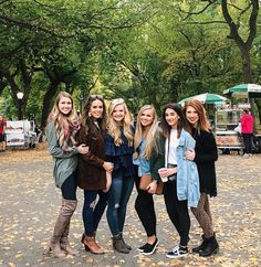 So many of my favorite girls in NYC at one time! My heart couldnt be happier!!  #besties #nyc #centralpark #girlstrip