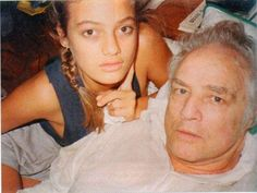 Marlon Brando & daughter. Marlon Brando's daughter Cheyenne Brando hanged herself in 1995 at age 25.