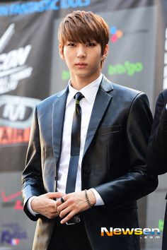 Leo of VIXX looks very sharp in his black leather jacket and skinny tie. -Lily