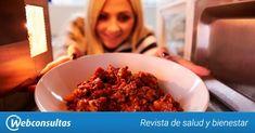 Cocinar con el microondas puede ser fácil y saludable. Aquí tienes 5 recetas para convencerte: lasaña, pollo y tortilla y dos postres (tarta y flan).