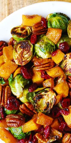 Roasted Brussels Sprouts, Cinnamon Butternut Squash, Pecans, and Cranberries Vegetable Recipes, Vegetarian Recipes, Cooking Recipes, Healthy Recipes, Vegetarian Lunch, Bacon Recipes, Vegetable Salad, Cooking Tips, Thanksgiving Salad