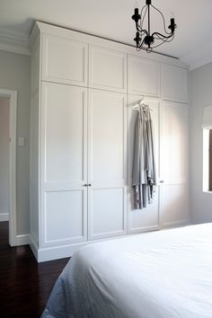 Built in wardrobe next to door frame, leaving space for light switch - Bedroom Design Ideas Closet Bedroom, Bedroom Storage, Home Bedroom, Bedroom Decor, Bedroom Built In Wardrobe, Bedroom Built Ins, Bedroom Ideas, Bedroom Furniture, Master Bedroom