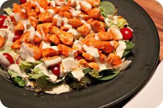 Even though this seems to be merely a salad, the recipe provides you with a lot of food volume for few calories, high protein to keep you full, and some kicking spice to raise your metabolism and make your taste buds cheer! Meat Salad, Chicken Salad, Soup And Salad, Healthy Salads, Healthy Eating, Healthy Recipes, Healthy Foods, Yummy Chicken Recipes, Yummy Recipes