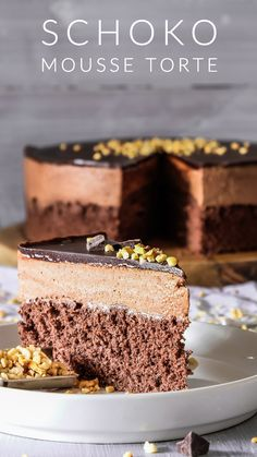 This is THE Chocolate Mousse Cake recipe. Soft and moist chocolate cake layer topped with super creamy chocolate mousse and […] Chocolate Mousse Pie, Chocolate Recipes, Chocolate Cake, Easy Desert Recipes, Easy Cake Recipes, Food Cakes, Chocolates, Mousse Au Chocolat Torte, Torte Recipe