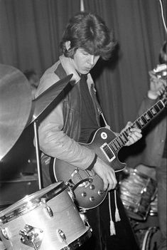 An old Mick Taylor performing in John Mayall's BluesBreakers, prior to his joining the Rolling Stones, c. 1968 (Taylor had replaced Brian Jones for a few years) Rock N Roll, William Christopher, Classic Blues, Classic Rock, John Mayall, Les Paul Guitars, Bass Guitars, British Rock, Rock Legends