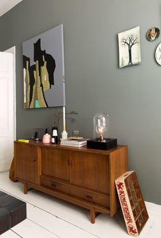 Wooden dresser full accessories   Photographer Jansje Klazinga   vtwonen October 2014
