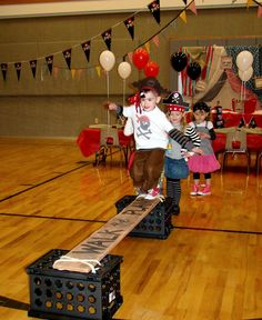 tHe fiCkLe piCkLe: A PiRatE PaRRrtY!  Best ideas for a Pirate Party I have ever seen!