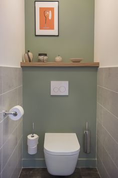 Comment sublimer un appartement neuf ? Toilet Tiles Design, Small Toilet Design, Small Toilet Room, Small Bathroom, Toilet Decoration, Blue Wall Colors, Frameless Shower Doors, Downstairs Toilet, Home Decor Styles