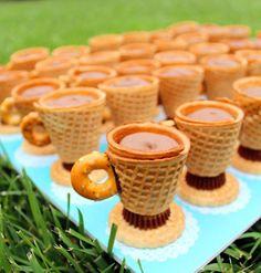 Xícaras comestíveis     Adorei essa ideia, imaginem o sucesso entre os convidados     I   Cortar os cones de açúcar para 1-1/2 polegadas....