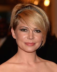 Michelle-Williams-Short-Hairstyle-with-Long-Bangs-for-Wedding Popular Short Hairstyles for Women 2019 Pictures Of Short Haircuts, Short Haircuts With Bangs, Popular Short Hairstyles, Round Face Haircuts, Hairstyles For Round Faces, Celebrity Hairstyles, Short Hair Cuts, Short Hair Styles, Long Bangs