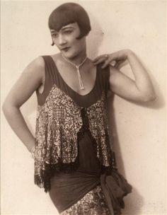 """Elsa Merlini showcasing a sleek bob with """"sweetheart"""" bangs. (1920's)"""