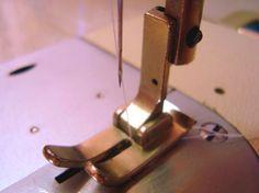 Agulhas para maquina de costura : A escolha da agulha apropriada, depende não só do modelo da máquina de costura, mas também do tecido e linha que forem s