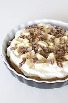 Banana cake with banana - HQ Recipes Pudding Desserts, No Bake Desserts, Dessert Recipes, Banoffee Cake, Grandma Cookies, Swedish Recipes, Let Them Eat Cake, Holiday Recipes, Sweet Tooth