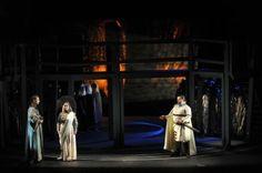 Sur le plan musical, la distribution est très largement dominée par l'extraordinaire Catherine Hunold, véritable soprano dramatique à la voix souple et homogène, et à la diction châtiée. Soprano, Metz