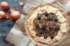 Tarte rustique à la compotée d'oignons recette